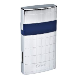 Tryskový zapalovač Caseti Nice chrome-blue-Elegantní tryskový zapalovač Caseti. Kvalitně zpracovaný kovový turbo zapalovač má povrch v lesklém chromovém provedení zdobený jemnými gravírovanými proužky a modrým pruhem po obvodu. Po odklopení horního krytu a stisknutí tlačítka se zapálí plamen. Ve spodní části zapalovače najdeme plnící ventil plynu a ovládání intenzity plamene. Zapalovač je dodáván v dárkové krabičce. Rozměr 7,1x3,7cm.
