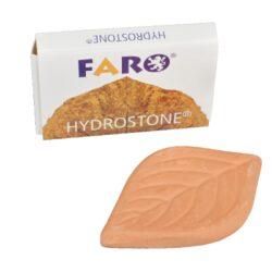 Zvlhčovač tabáku - Faro Hydrostone, 1ks-Zvlhčovač tabáku Hydrostone Faro je určený pro zvlhčení tabáku, který je přeschlý. Použití zvlhčovače je zcela jednoduché - namočíte zvlhčovací kamínek do vody na 5 minut a necháte ho nasát vodou. Poté ho vložíte do nádoby, plechovky nebo pouche s tabákem a uzavřete. Keramický zvlhčovač Hydrostone začne pomalu uvolňovat vlhkost a tím váš tabák zvlhne. Zvlhčovač tabáku lze používat opakovaně. Balení obsahuje 1 ks zvlhčovacího kamínku Hydrostone. Rozměry: 5,4x3,5x0,6cm.