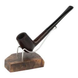 Stojánek na 1 dýmku Bruyer-Dřevěný stojánek na jednu dýmku Bruyer. Precizně zpracovaný stojánek na dýmku od známého výrobce BPK Proseč má základnu vyrobenou z bruyerové dřeva a opěrnou část pro dýmku z nerezového drátu. Bruyerový stojánek na dýmku nabízíme v různém barevném provedení a designu. Praktická pomůcka kuřáka dýmky a současně vzhledný doplněk jeho interiéru. Zobrazená dýmka není součástí dodávky. Rozměr základny cca 7,5x5,5x1,8cm, výška stojánku včetně základny cca 7,5cm.