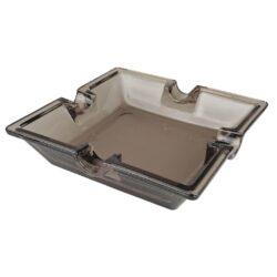 Doutníkový popelník skleněný Smokey, 4D-Skleněný doutníkový popelník na 4 doutníky. Čtvercový skleněný popelník je v kouřovém hnědém provedení. Popelník na doutníky je precizně vyrobený z kvalitního skla tloušťky 5mm. Popelník je dodávaný v kartonové krabici. Rozměry popelníku: 16x16x4cm.