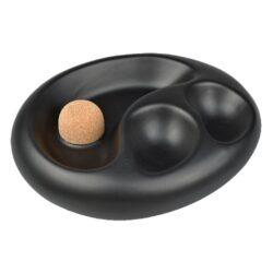 Dýmkový popelník na 2 dýmky keramický černý matný-Dýmkový popelník s odkladem na dvě dýmky. Černý keramický popelník v matném provedení je vybavený praktickým korkovým trnem na vyklepání dýmky a prostorem pro odložení. Oválný popelník na dýmku má rozměry 19,2x15,5x5cm. Dýmkový popelník je dodávaný v kartonové krabici.