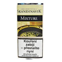 Dýmkový tabák Skandinavik Mixture, 40g-Dýmkový tabák Skandinavik Mixture. Základem této směsi je Black Cavendish, který je smíchán se světlou Virginií a s jemným Burley tabákem. Směs zaujme nejen svojí jemnou chutí, ale také barevnou kombinací světlého a tmavého tabáku. Výborná směs je doplněna lehkou karamelovou a mandlovou příchutí. Balení pouch 40g.