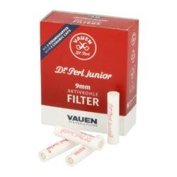 Filtry do dýmky Vauen Dr. Perl Junior, 40ks, 9mm-Filtry Vauen do dýmky. Uhlíkový filtr 9 mm Vauen Dr. Perl Junior je vyroben z nechlorovaného filtrového papíru a je naplněn aktivním uhlím. Filtr Vauen má velmi dobré absorpční schopnosti, výborně zachycuje dehet z kondezátu a další škodliviny z tabáku. Dopřeje Vám suché a chladné kouření. Filtr se vždy zasouvá keramickým koncem k hlavě dýmky a plastovým(modrým) koncem do náustku. V balení 40 ks filtrů v krabičce.