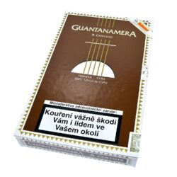 Doutníky Guantanamera Cristales, 5ks-Kubánské doutníky Guantanamera Cristales. Suchý lehčí kubánský doutník vhodný pro každodenní kouření za velmi příznivou cenu. Doutníky Guantanamera jsou strojově vyráběné z kvalitních tabákových listů ze známých tabákových plantáží v oblasti Vuelta Arriba. Doutník charakterizují lehce zemité chutě s jemnými tóny koření a ovocných plodů. Jelikož doutník Cristales je doutník suchý, není ho potřeba uchovávat v humidoru. Ale pokud doutník zvlhčíte, jeho chuť se ještě více rozvine a bude chutnější. Doutník hoří cca 25-45 minut. Doutníky Guantanamera Cristales jsou balené po 5 ks v plastové tubě a dodávány v papírové krabičce. Prodávají se pouze po celém balení.  Délka: 150 mm Průměr: 15 mm Velikost prstýnku: 38 Tvar/velikost doutníku: Panatela Typ doutníku dle skladování: doutník suchý  Původ doutníku: Kuba Krycí list: Kuba Vázací list: Kuba Náplň: Kuba Síla tabáku: light
