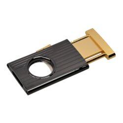 Doutníkový ořezávač Angelo s pojistkou-Jednobřitý doutníkový ořezávač Angelo s bezpečnostní pojistkou. Celokovový ořezávač na doutníky elegantního tvaru kombinující lesklé antracitové tělo s prolisy a lesklé zlaté části ořezávače. Ostrý břit zajistí rychlý a čistý ořez vašeho doutníku. Ořezávač je dodávaný v dárkové krabičce.