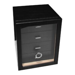 Humidor na doutníky Cabinett černý 70D, stolní-Stolní humidor na doutníky s kapacitou cca 70 doutníků. Dodáván s vlhkoměrem a polymerovým zvlhčovačem. Vnitřek humidoru je vyložený cedrovým dřevem. Rozměr: 24x25x30 cm.