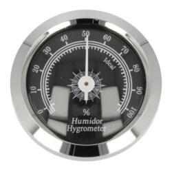 Vlhkoměr Angelo, 45mm pro humidory 92006, 92014-Standardní vlhkoměr Angelo do humidoru. Vhodný do středních nebo větších humidorů. Provedení: chrom. Zvlhčovač je vhodný pro humidory 92006 a 92014. Vnější průměr: 45 mm Vnitřní průměr: 36 mm