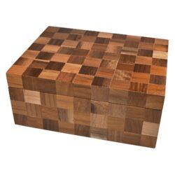 Humidor na doutníky Angelo Wood Cubes 20D, stolní-Stolní humidor na doutníky s kapacitou cca 20 doutníků. Dodáván s vlhkoměrem a zvlhčovačem. Vnitřek humidoru je vyložený cedrovým dřevem. Rozměr: 27x20,5x11,5 cm. Povrchová úprava: matný.