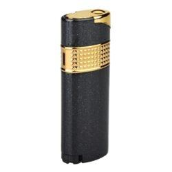 Tryskový zapalovač Lady Gold-Elegantní dámský zapalovač Eurojet Lady. Kovový tryskový zapalovač s metalických černým povrchem. Po stisknutí tlačítka se horní část zapalovače odklopí a tryska zapalovače se zapálí. Ve spodní části najdeme plnící ventil a nastavení intenzity plamene. Tryskový zapalovač je dodáván v dárkové krabičce. Výška zapalovače 6,9cm.