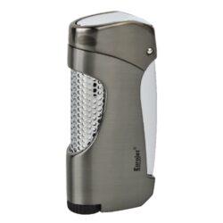 Tryskový zapalovač Eurojet Snap, šedý-Kvalitní tryskový zapalovač Eurojet. Masivní kovový turbo zapalovač v metalickém designu s efektní perforací na přední části. Po stisknutí bočního tlačítka se horní část zapalovače odklopí a tryska zapalovače se zapálí. Ve spodní části najdeme plnící ventil a nastavení intenzity plamene. Tryskový zapalovač je dodáván v dárkové krabičce. Výška zapalovače 7,1cm.